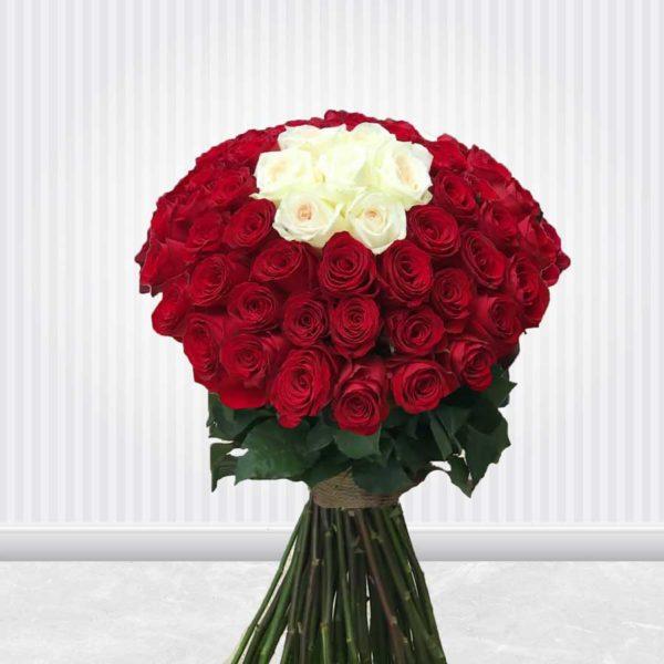 سفارش اینترنتی دسته گل رز قرمز و سفید