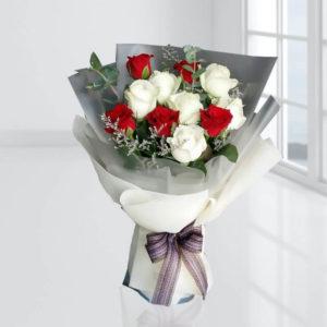 سفارش گل اینترنتی- دسته گل رز سفید و قرمز
