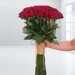 سفارش اینترنتی دسته گل رز قرمز عاشقانه