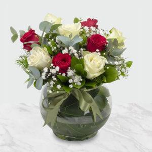 گلدان گل رز سفید و قرمز