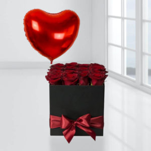 خرید گل اینترنتی پکیج باکس گل رز و بادکنک قلبی