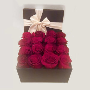 جعبه گل رز قرمز مرسدس