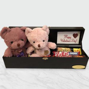 صندوق شکلات و تدی های خوشحال