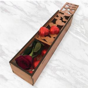 جعبه گل سرخ و شکلات قلبی
